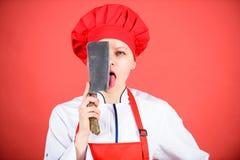 Выберите свойственный нож Опасная дама Самые лучшие ножи, который нужно купить Нержавеющая сталь Быть осторожным пока отрезанный  стоковая фотография rf