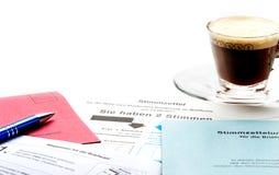 Выберите уютное, один с кофе стоковая фотография