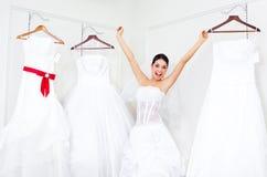 выбирать венчание девушки платья стоковое изображение rf