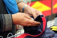 выбирать одежды Стоковое Изображение