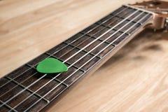Выбор гитары на ладах Стоковое Изображение