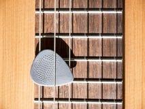 Выбор гитары на шеи акустической гитары с строками нейлона Стоковая Фотография RF