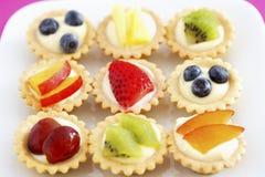 Выбор мини взгляда плодоовощ повышенного пирожными Стоковое Фото