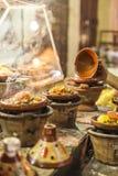 Выбор очень красочных морокканских tajines (традиционного cassero Стоковое Изображение