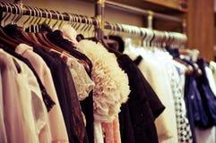 Выбор одежд способа различных цветов Стоковое Фото