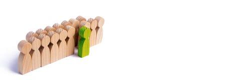 Выбранная персона среди других Человеческая диаграмма st зеленого цвета стоковая фотография rf
