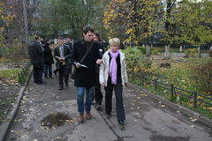Выбранный для мэра оппозиции Evgeniya Chirikova Khimki говорит журналисты о электоральных нарушениях Стоковая Фотография