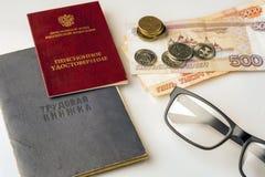 Выбудьте, книга работы, ID пенсии и деньги Стоковое фото RF