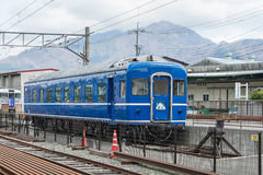 Выбытый голубой поезд Стоковая Фотография RF