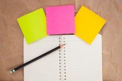 Вывесите его, карандаш и тетрадь Стоковая Фотография