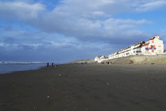Выветренные пляж и конструкции Стоковая Фотография