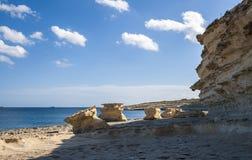 Выветренные утесы на пляже Стоковая Фотография RF
