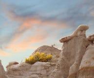 Выветренный ландшафт неплодородных почв на восходе солнца Стоковое Изображение RF