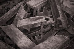 Выгоревшие детали литого железа бросания увольнять решетки промышленный стоковое изображение rf
