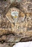 Выгравированная покрашенная голова сфинкса в утесе Стоковые Фотографии RF