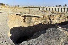 Выгребная яма около мертвого морского побережья Стоковая Фотография RF