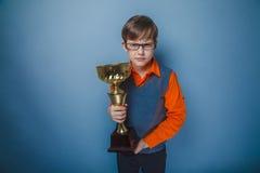 выглядящий Европейск мальчик 10 лет в награде стекел Стоковое Изображение RF