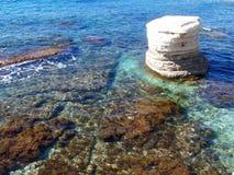 выдалбливает море Кипра стоковое фото rf