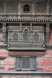 Выдалбливанные балкон и окно Hanuman Dhoka, королевского дворца, квадрата Durbar, Катманду, Непала, 2014 стоковое фото rf
