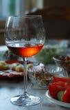 выделенная рюмка розового вина Стоковая Фотография RF