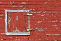 Выдержанная красная дверь амбара Стоковые Изображения