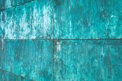 Выдержанная, окисленная медная структура стены стоковые фотографии rf
