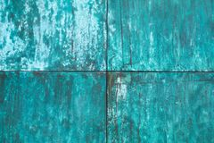 Выдержанная, окисленная медная структура стены стоковая фотография rf