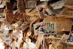 Вызванные металлические пластинкы молитве стоковая фотография rf