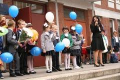 вызовите сперва 1-ое сентября, день знания в русской школе День знания школа дня первая Стоковые Фотографии RF