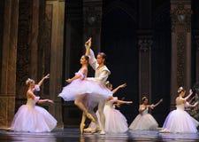 Вызов актеров на сцену Щелкунчика балета девушки- снега стоковые изображения