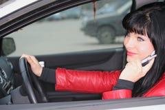 вызывать передвижную женщину Стоковые Фотографии RF