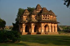 Вызывают лотос Mahal в противном случае Kamal Mahal или Chitragani Mahal, Hampi, Karnataka, Индией стоковое фото rf