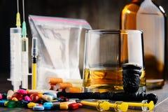 вызывающие привыкание вещества, включая спирт, сигареты и лекарства Стоковая Фотография RF