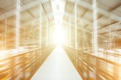 Выйдите светлая абстракция тоннеля в конструкциях металла в движении Стоковые Фото