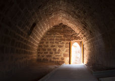 Выйдите в конце тоннеля стоковые изображения