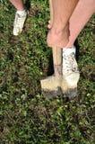 Выкапывать с лопатой стоковое фото rf