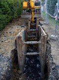 выкапывая канализация roadworks стоковое изображение