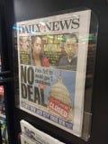 Выключение правительства США, газетный заголовок, NYC, NY, США стоковое фото rf