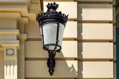 Выкованный черный фонарик в ретро стиле стоковое фото rf