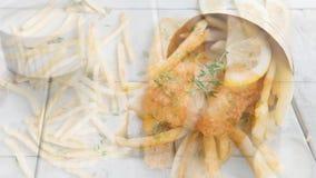Выкружка рыб с французскими Fries сток-видео