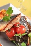 выкружки зажарили в духовке salmon форель Стоковая Фотография