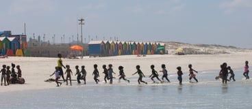 вылазка детей пляжа Стоковые Фотографии RF