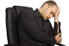 Вымотанный бизнесмен в его офисе Стоковое фото RF
