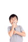 Вымотанный молодой мальчик зевая Стоковые Фото