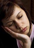 Сонная молодая женщина Стоковые Изображения
