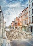 Вымощать работает на улице старого городка Liege стоковое фото rf
