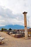 Вымощенная каменная дорога к Помпеи Стоковые Изображения