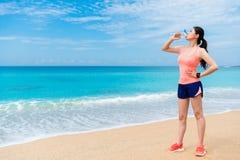 Выносливость тренировки здоровой sporty женщины законченная стоковое изображение