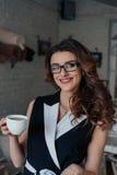выпивает чай девушки Стоковая Фотография RF
