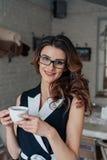 выпивает чай девушки Стоковое фото RF